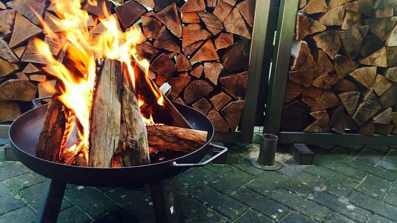 Feuerkörbe und Feuerschalen für die Terrasse: Was zu beachten ist!