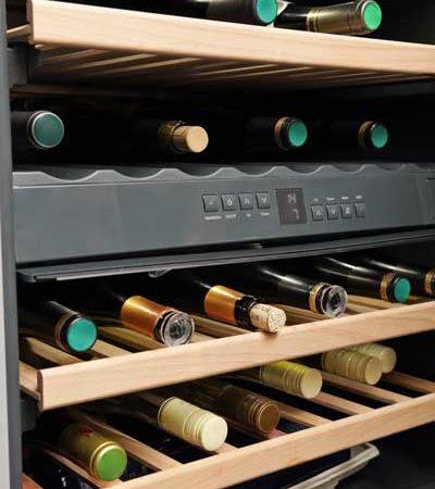 Was darf im Keller nicht fehlen? Klar, ein Weintemperierschrank