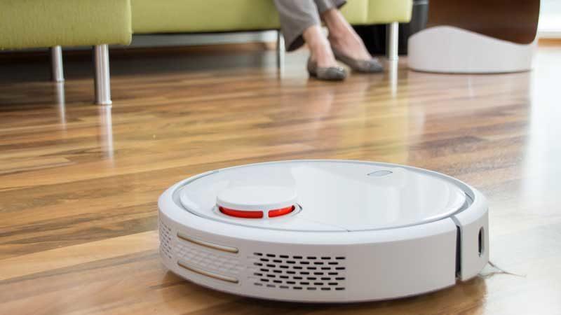 Saugroboter mit automatischer Entleer Funktion